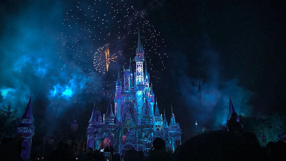 Замъкът Walt Disney вечерно време