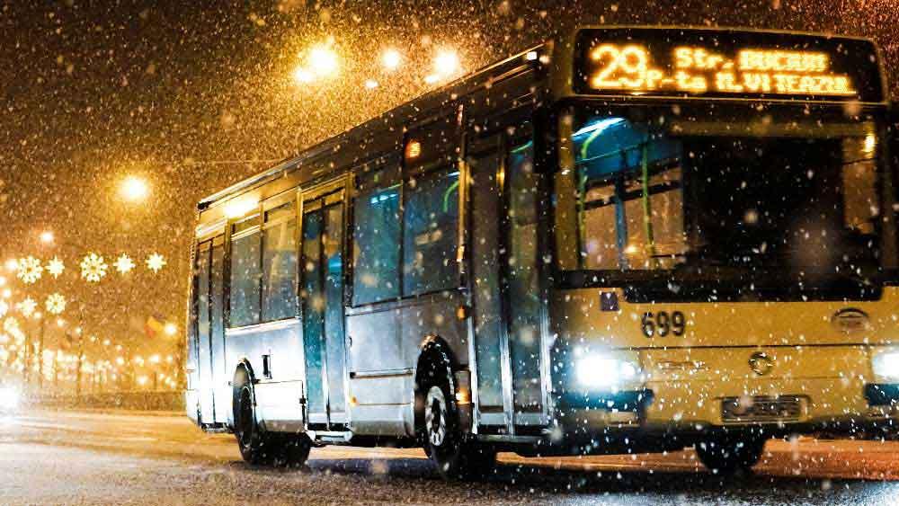 Автобус по заснежен път