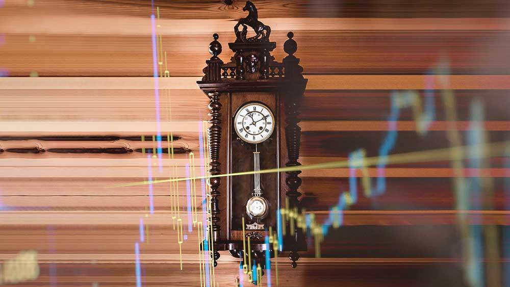 Снимка на стар стенен часовник