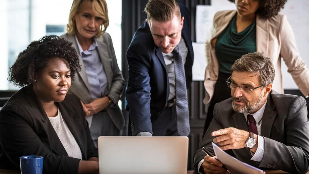 business-people-looking-at-laptop-screen