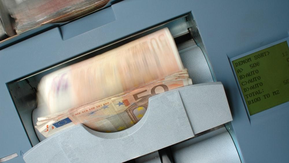 На снимката - брояч на банкноти