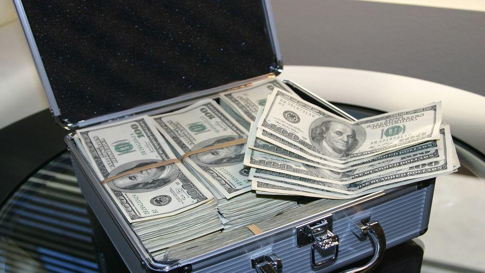 Picture of a metal briefcase filled with USD