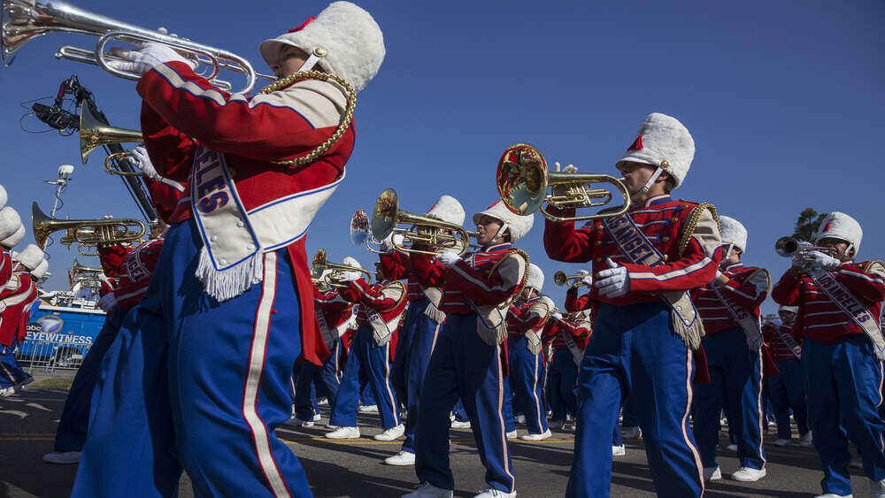 Оркестър марширува в чест на Деня на Мартин Лутър Кинг